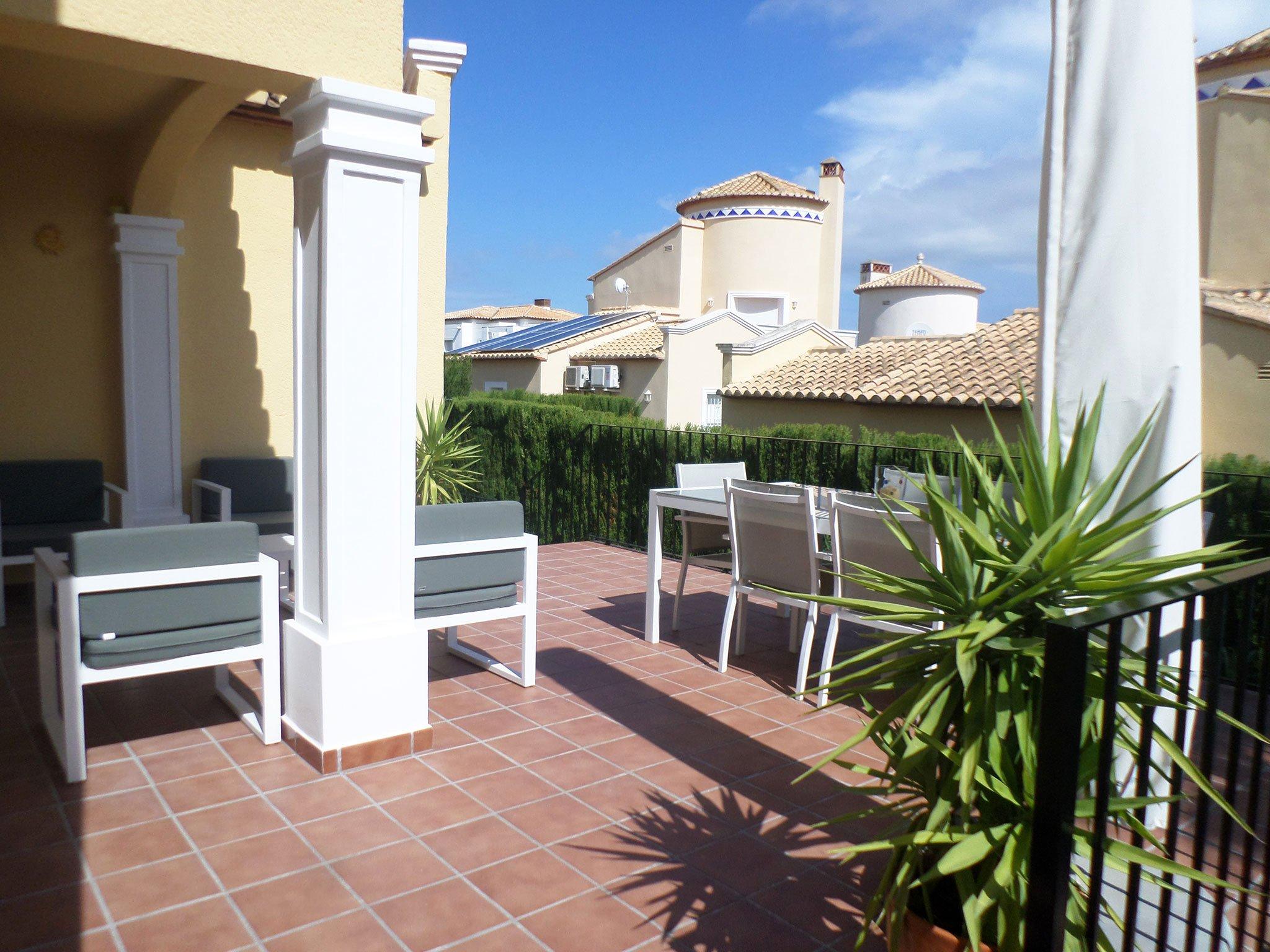 Terraza en un bungalow en venta en La Sella – Promociones Denia S.L.