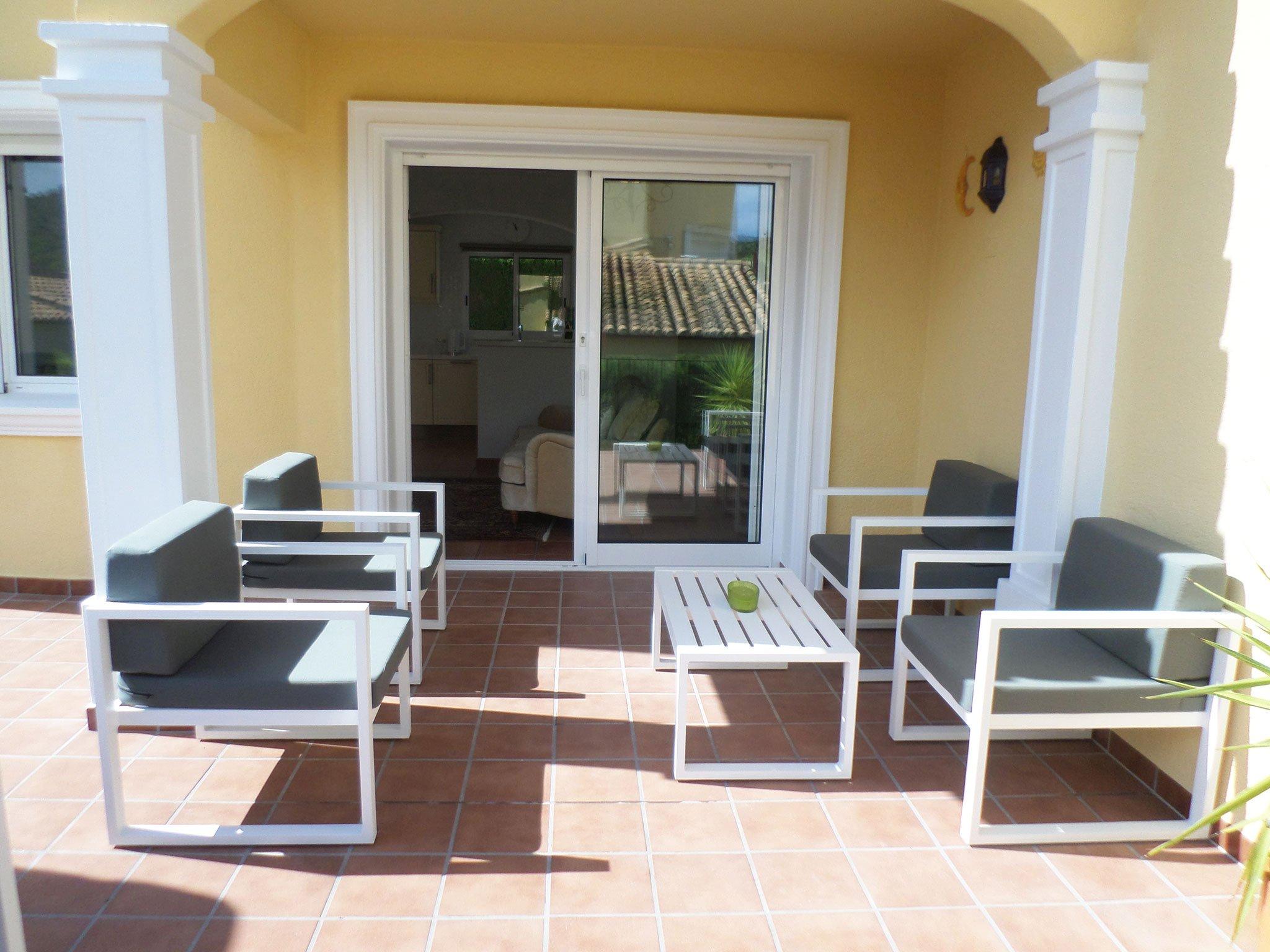 Terraza semicubierta en un bungalow en venta en La Sella – Promociones Denia S.L.