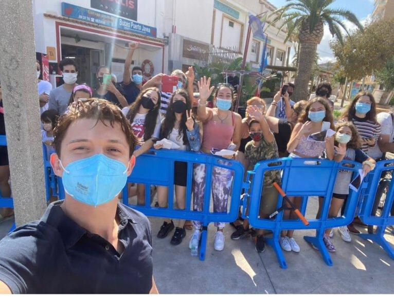 Tom Holland junto a los fans de Xàbia