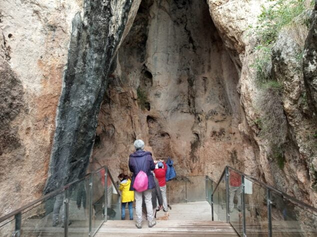 Image: visit to the Parpalló cave in Gandia