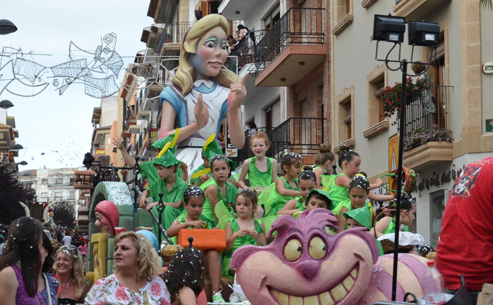 Cabalgata de carrozas de las fiestas de Sant Joan en Xàbia
