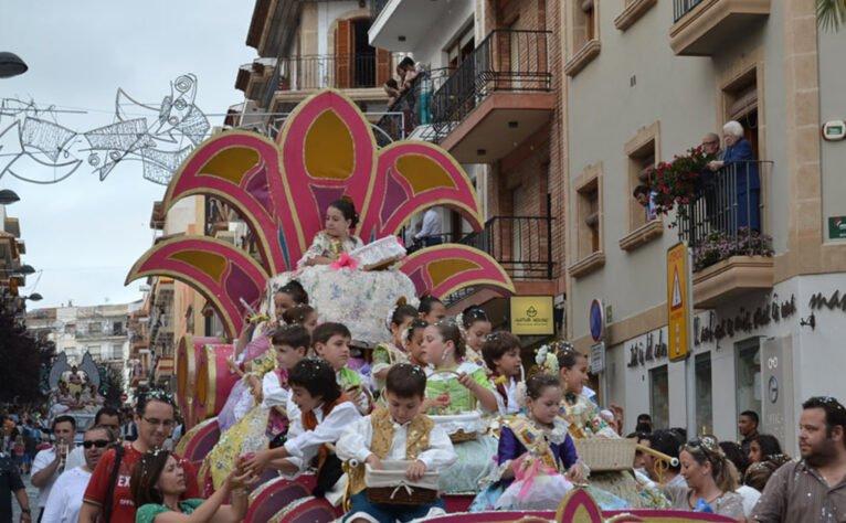 Cabalgata de carrozas de San Juan en Xàbia