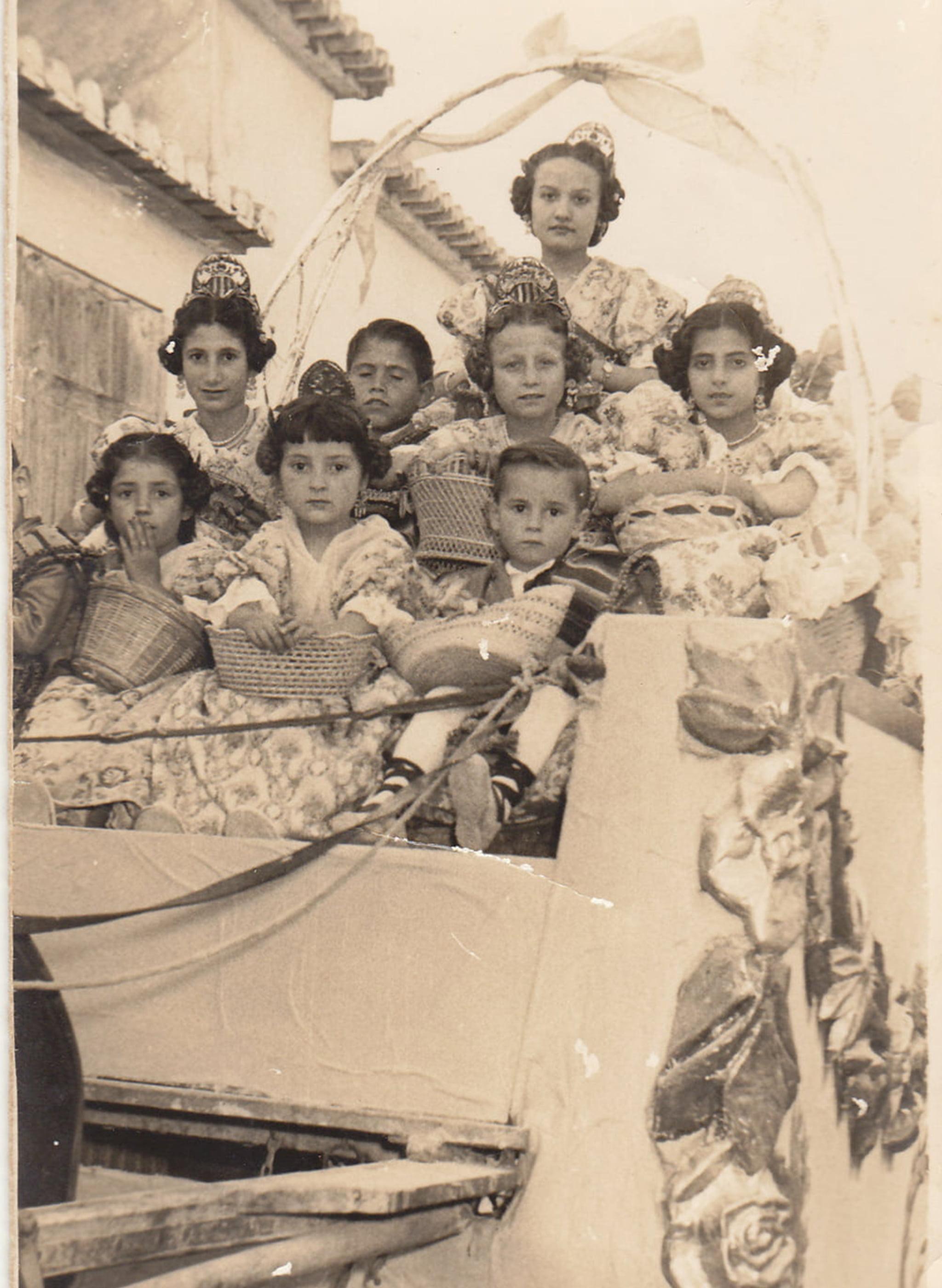 Cabalgata de carrozas durante Fogueres de 1956