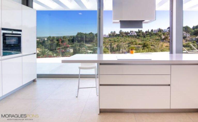 Cocina de una casa moderna en venta en Jávea - MORAGUESPONS Mediterranean Houses