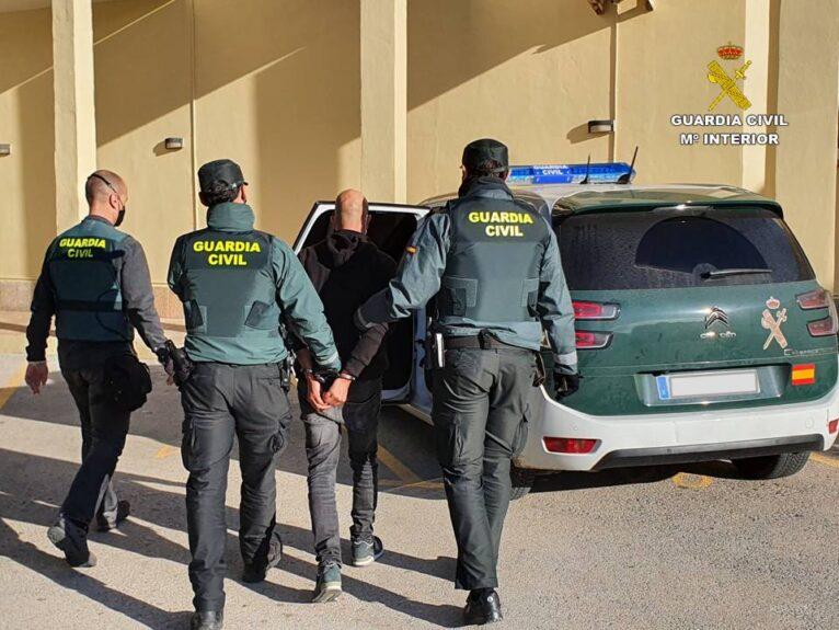 Detenido por delitos de patrimonio