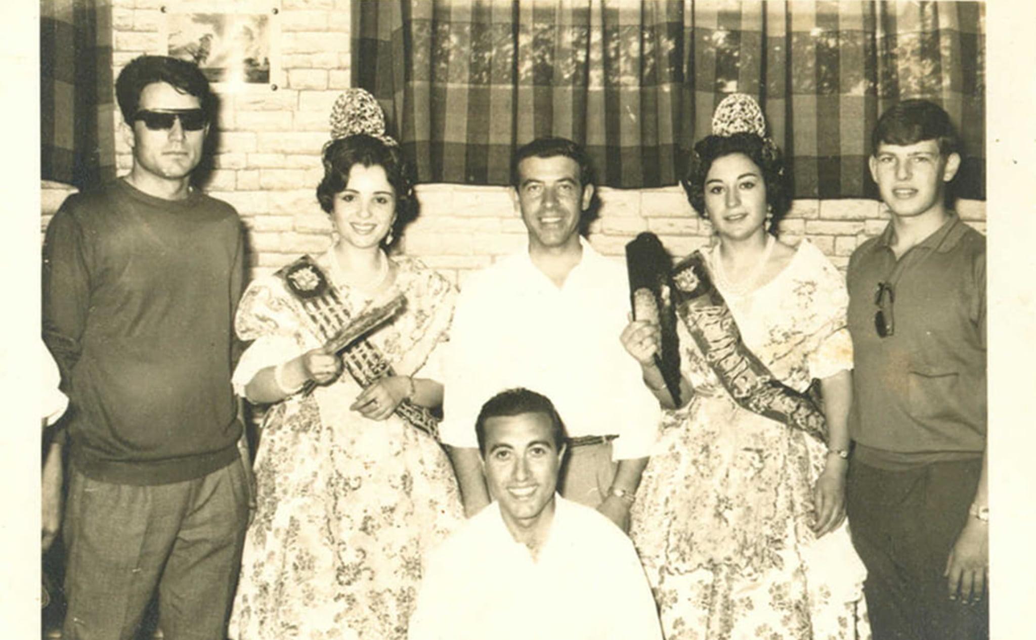 Las reinas del Foc, Teresa Bisquert Bas, y de la Foguera, Teresa Ferrer Bisquert, en el año 1967
