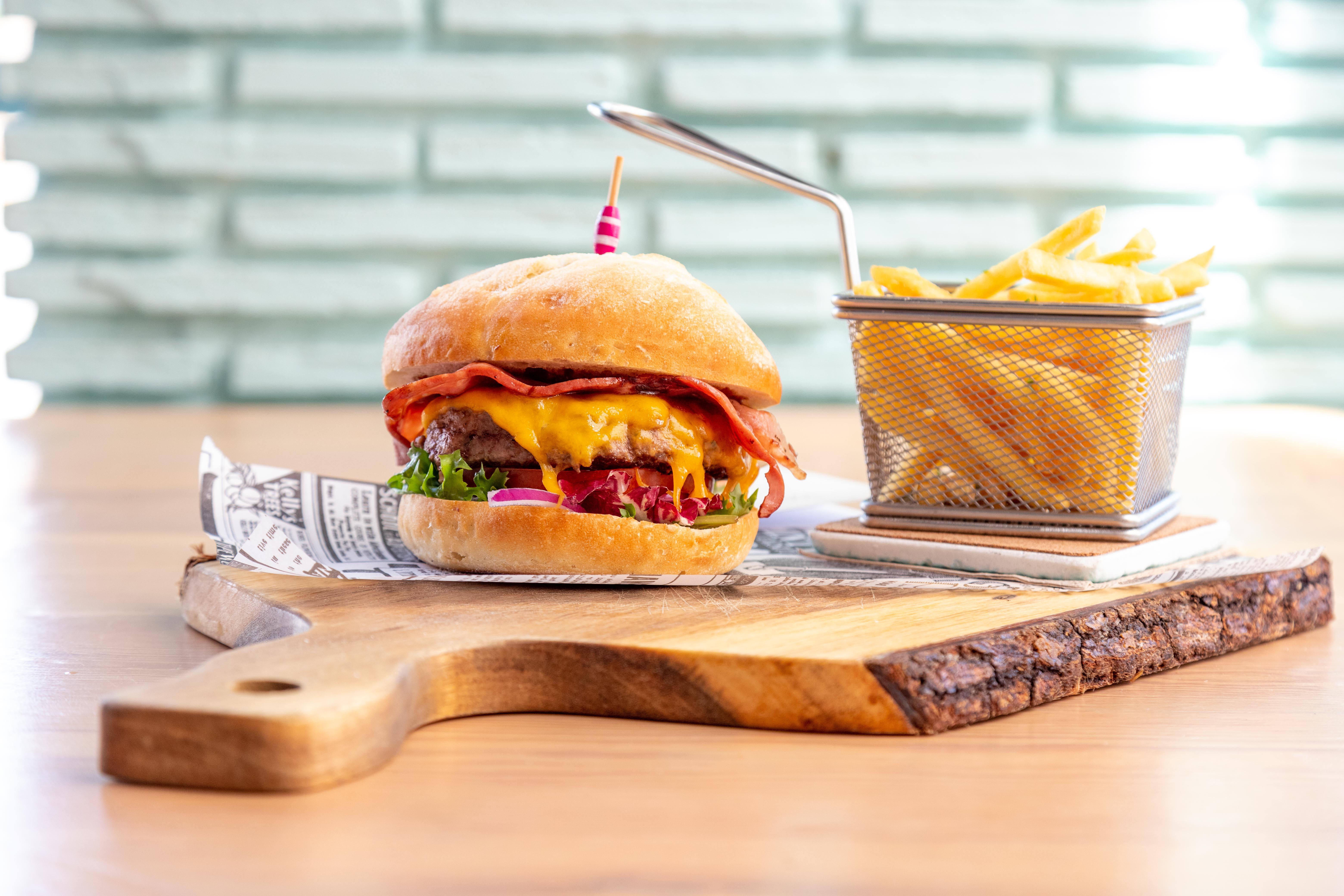 Hamburguesa con patatas a domicilio en Jávea y Moraira – Restaurante Ammos