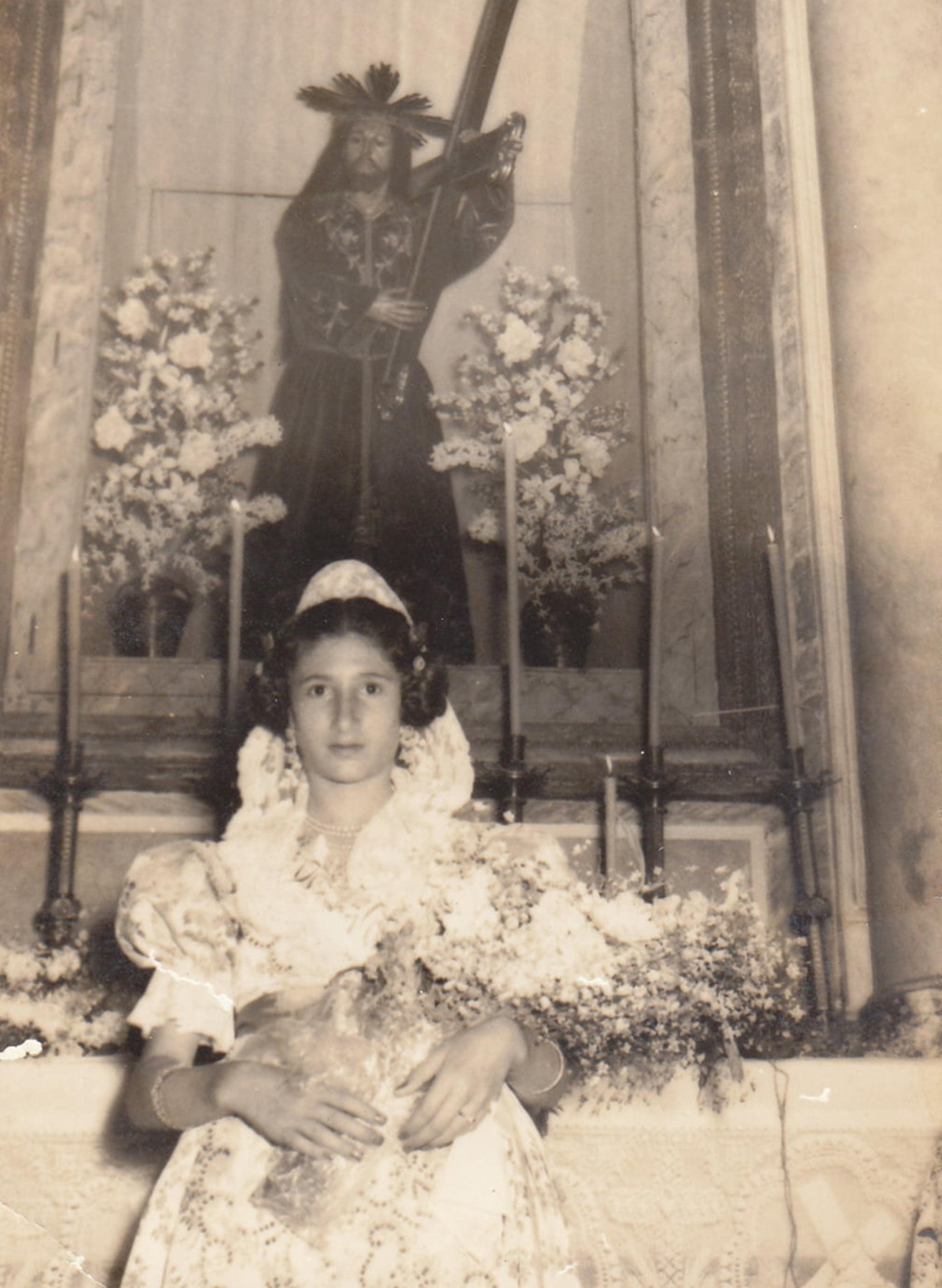 MªRosa Vives Torres, primera dama de honor de las fiestas de San Juan en 1956