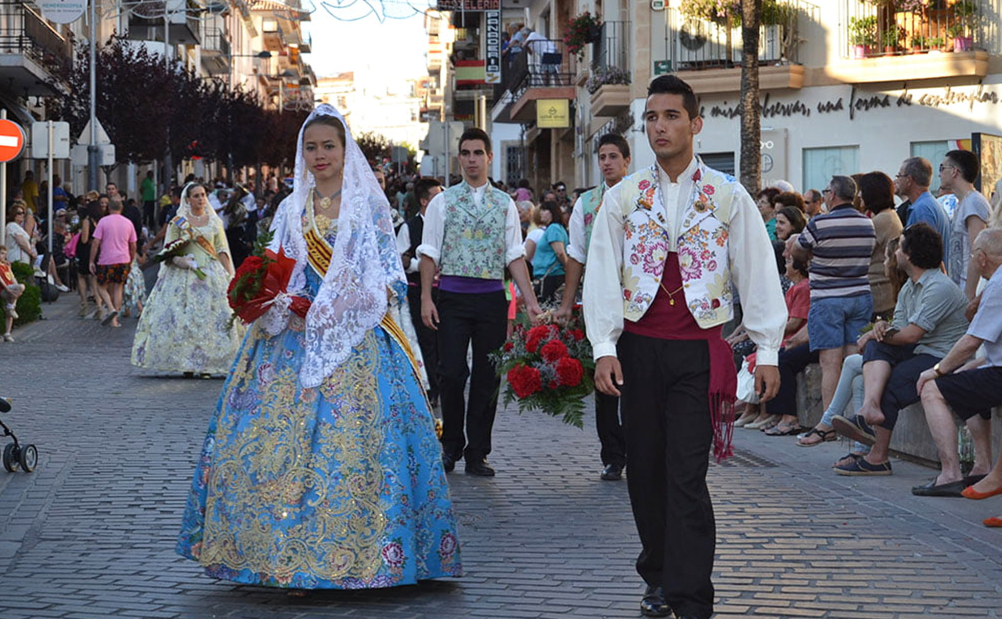 Ofrenda de flores en las fiestas de San Juan de Jávea en 2013