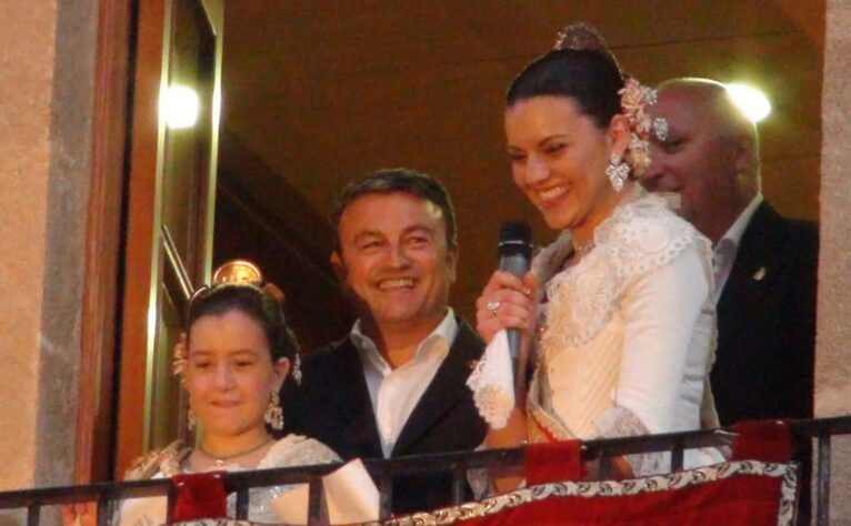 Olivia Clemente, José Chulvi, Ángela Devesa y Juan Ortolá en el balcón del Ayuntamiento de Jávea durante el pregón