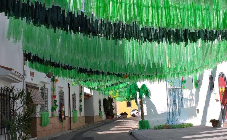 La calle Bartolomé Ros de Jávea engalanada en las fiestas de Loreto de 2019