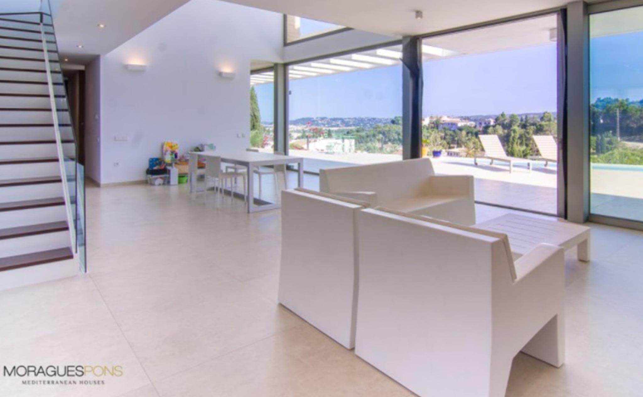 Saló de una casa moderna en venta en Jávea – MORAGUESPONS Mediterranean Houses