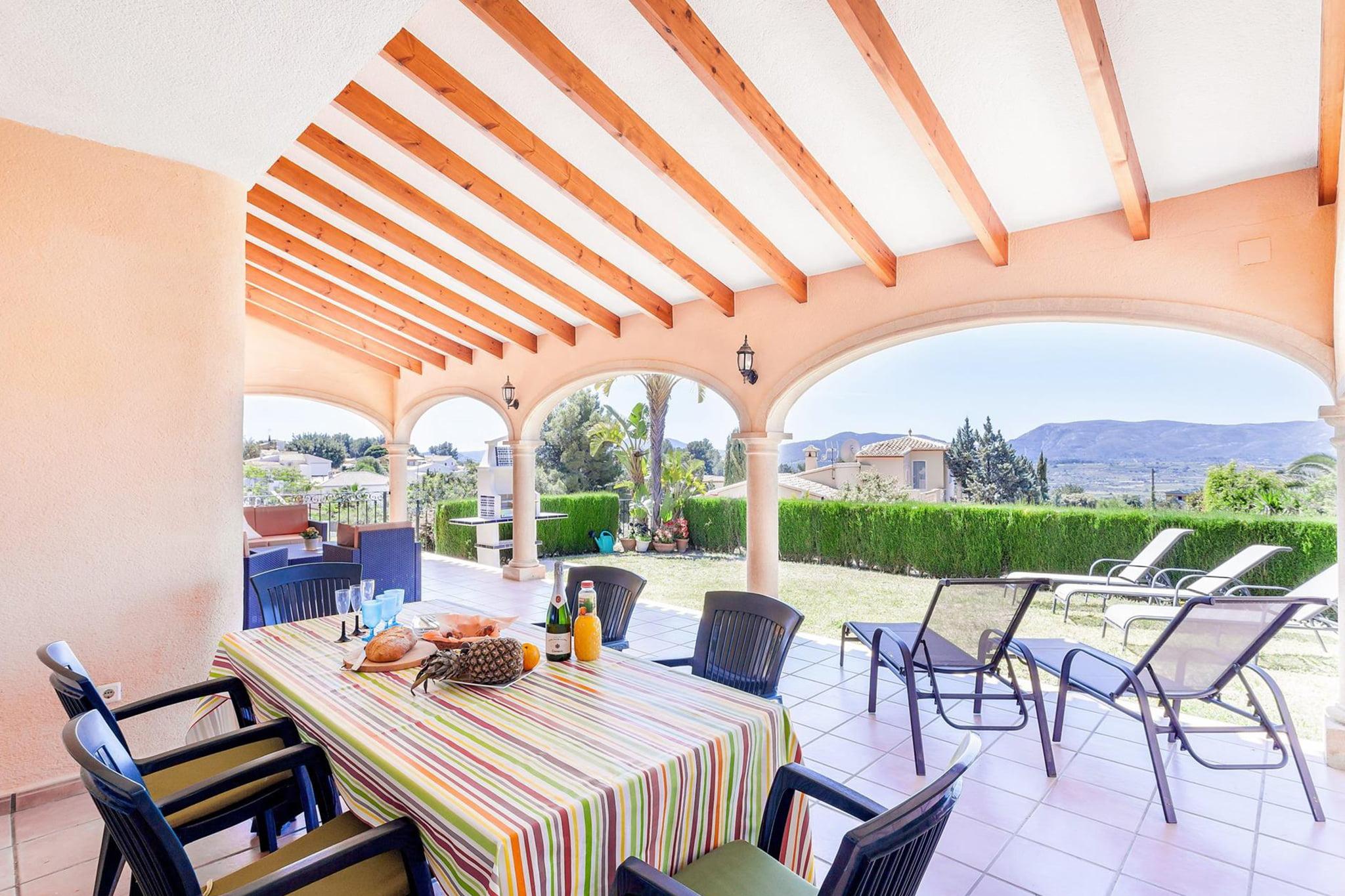Terraza de un chalet de vacaciones para ocho personas en Jávea – Aguila Rent a Villa