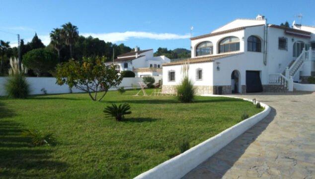 Imagen: Vista general de un chalet en venta en Jávea - Xabiga Inmobiliaria