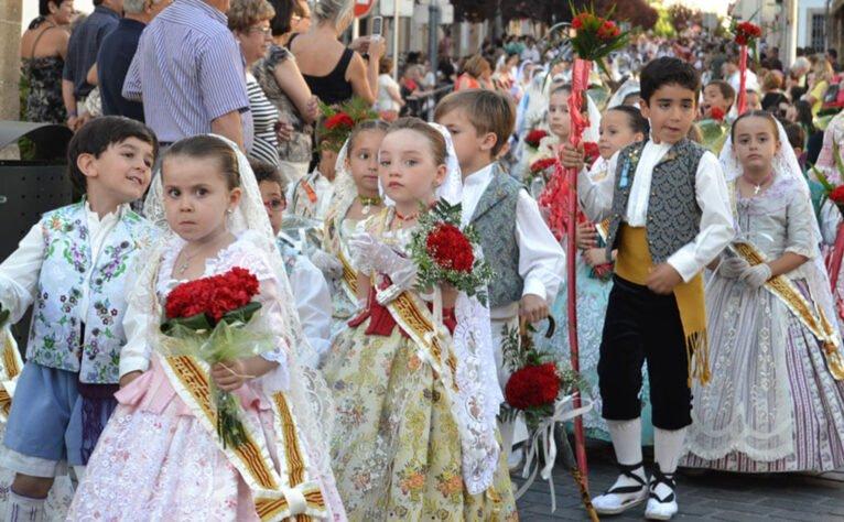 Xabieros y xabieres infantiles en la ofrenda de San Juan de Jávea (Año 2013)
