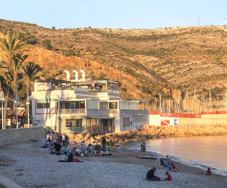 Ambiente en la playa de la Grava