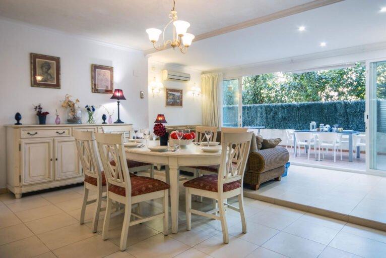 Comedor de un apartamento de alquiler en Jávea - Aguila Rent a Villa