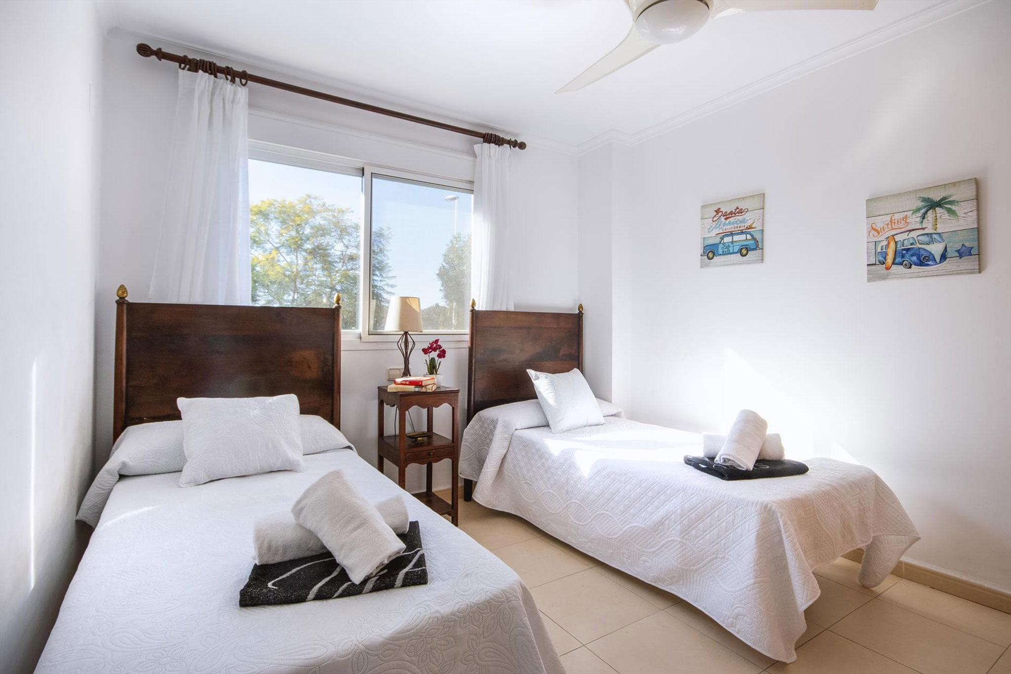 Una de las habitaciones de un apartamento de alquiler en Jávea – Aguila Rent a Villa