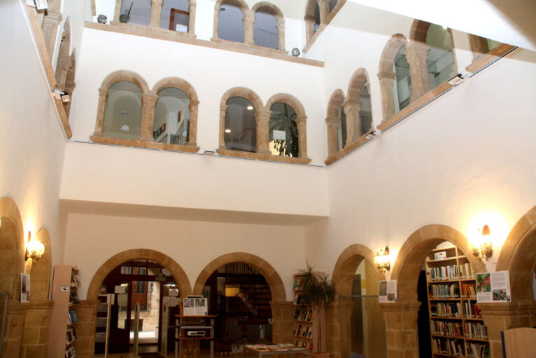 Interior de la Biblioteca Municipal