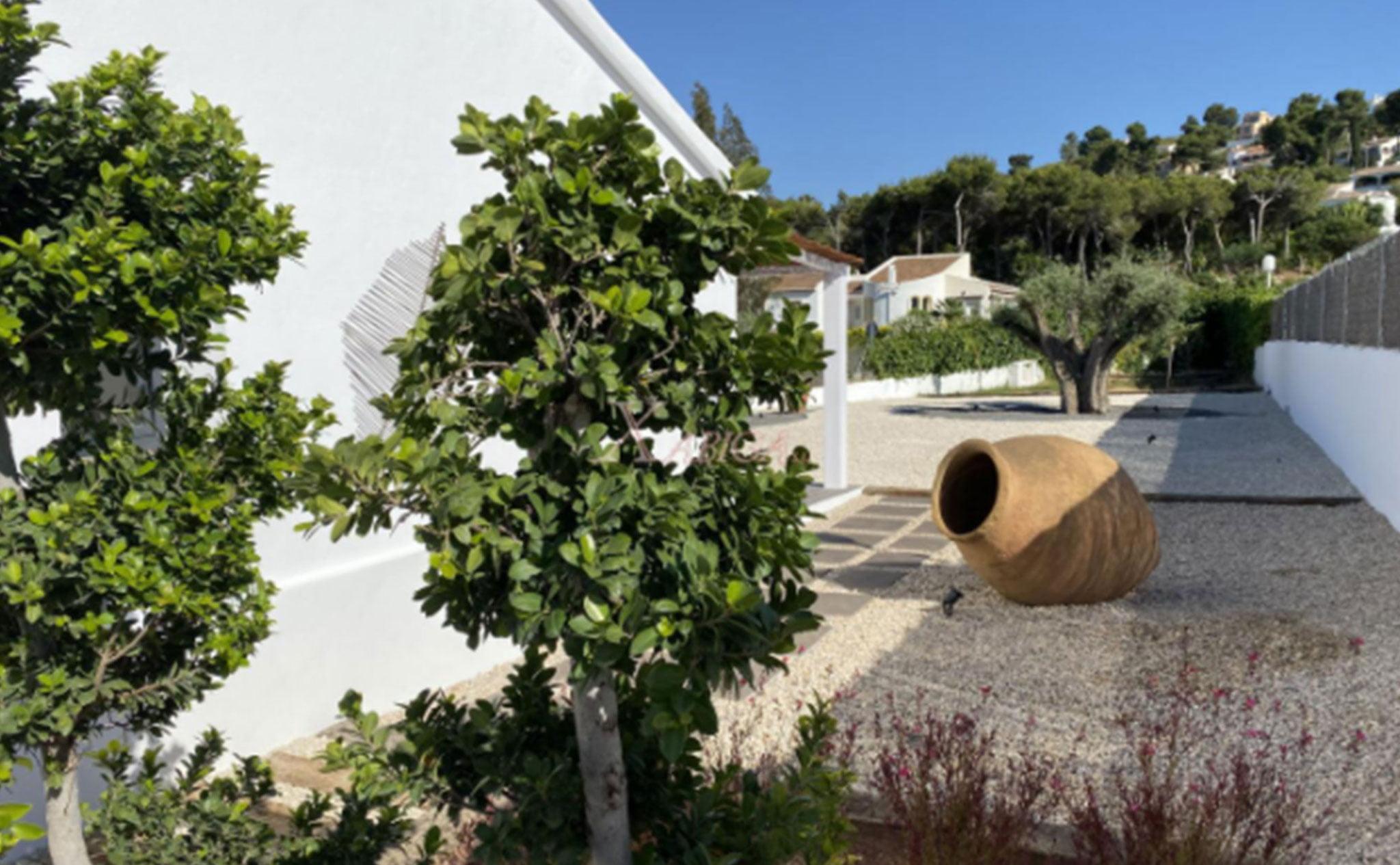 Jardín privado de un chalet en venta en Jávea – Xabiga Inmobiliaria