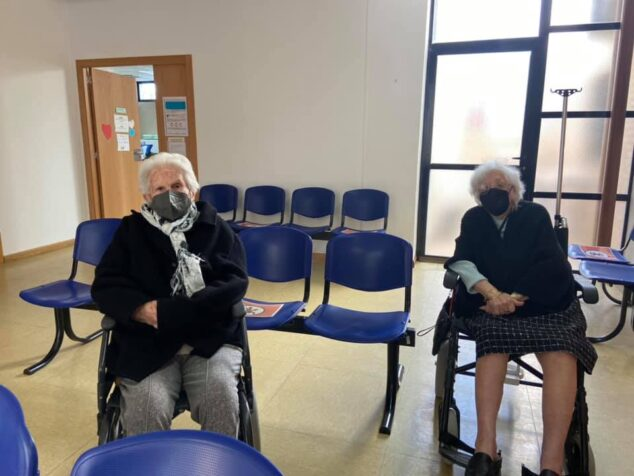 Imagen: Las primeras mujeres mayores de 90 años en recibir la vacuna COVID-19