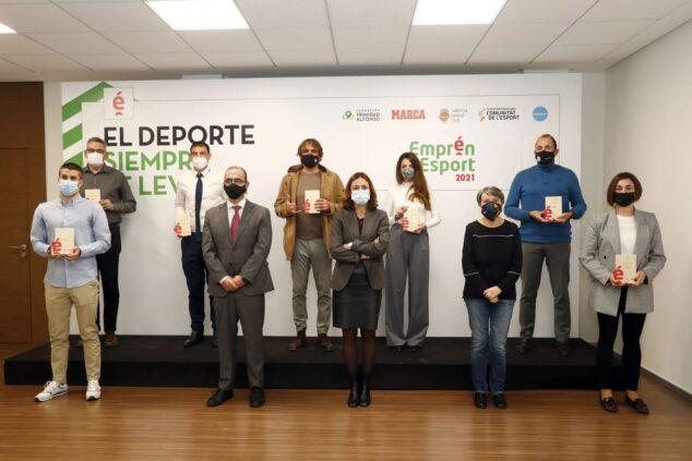 Imagen: Los galardonados en la recogida del premio