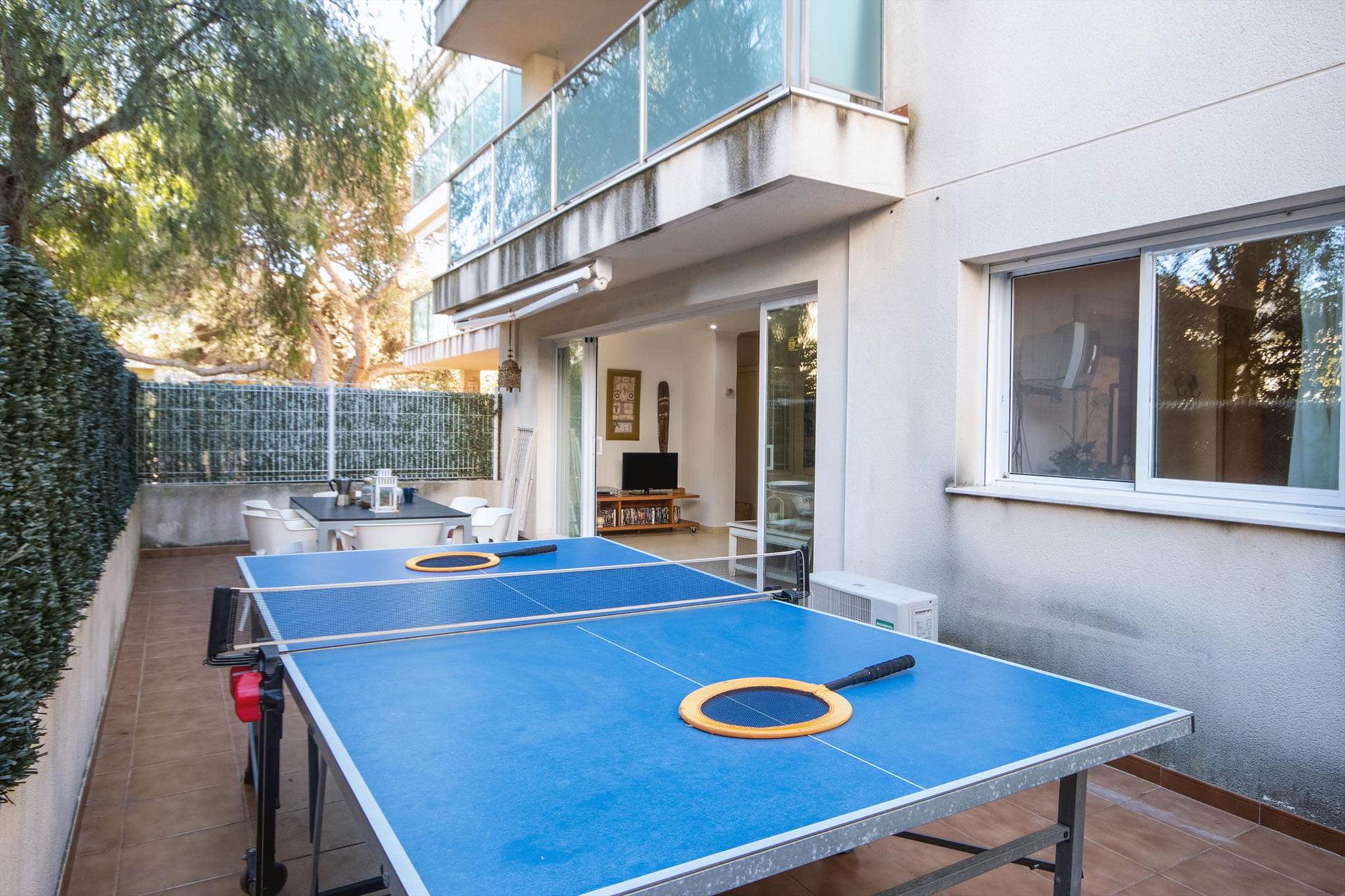 Mesas de ping pong en un apartamento de alquiler en Jávea – Aguila Rent a Villa