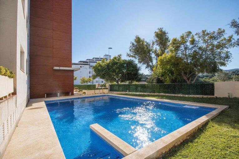 Piscina comunitaria de un apartamento de alquiler en Jávea - Aguila Rent a Villa