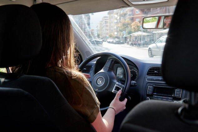 Imagen: Prácticas con un coche automático - Autoescuela Guillem