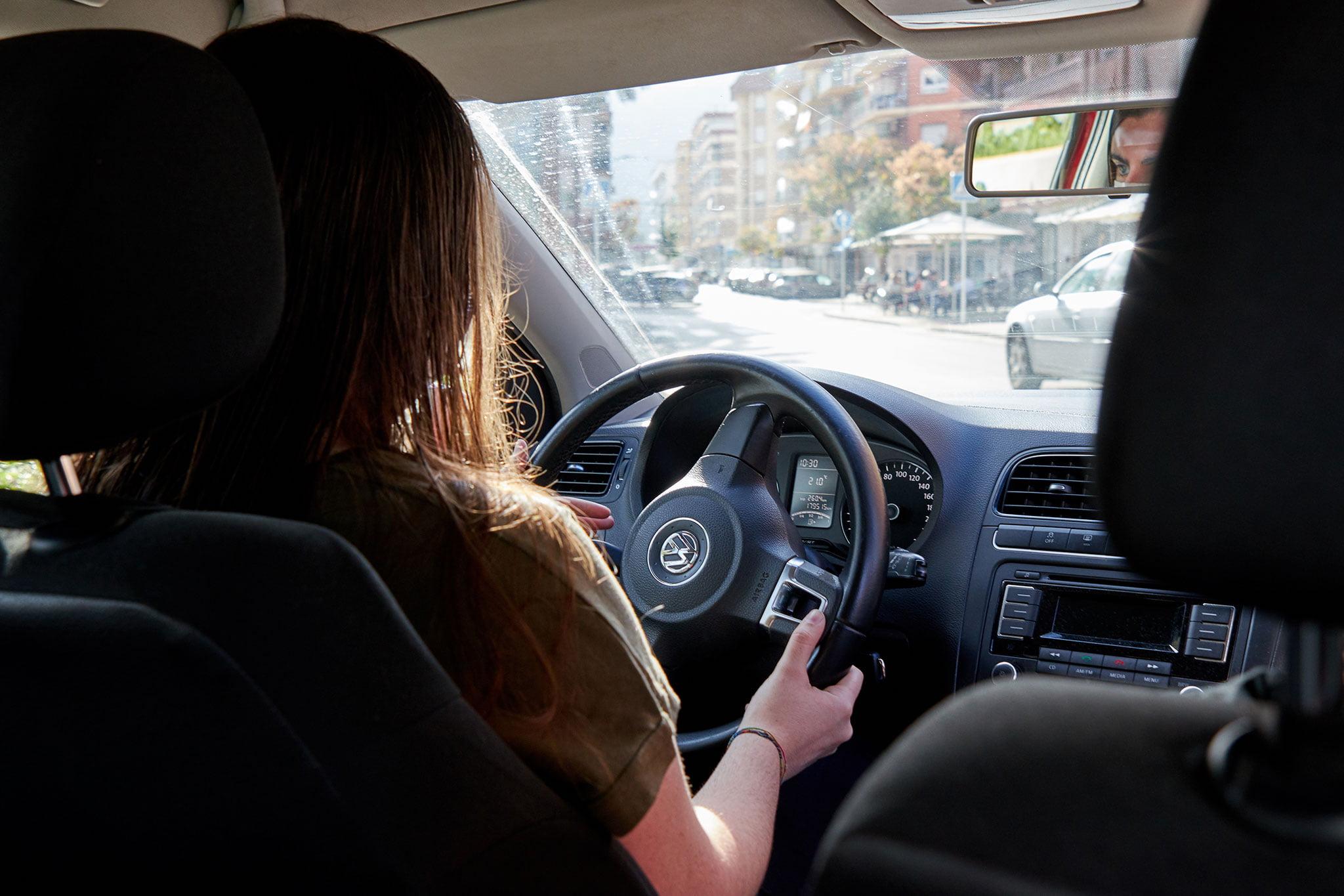 Prácticas con un coche automático – Autoescuela Guillem