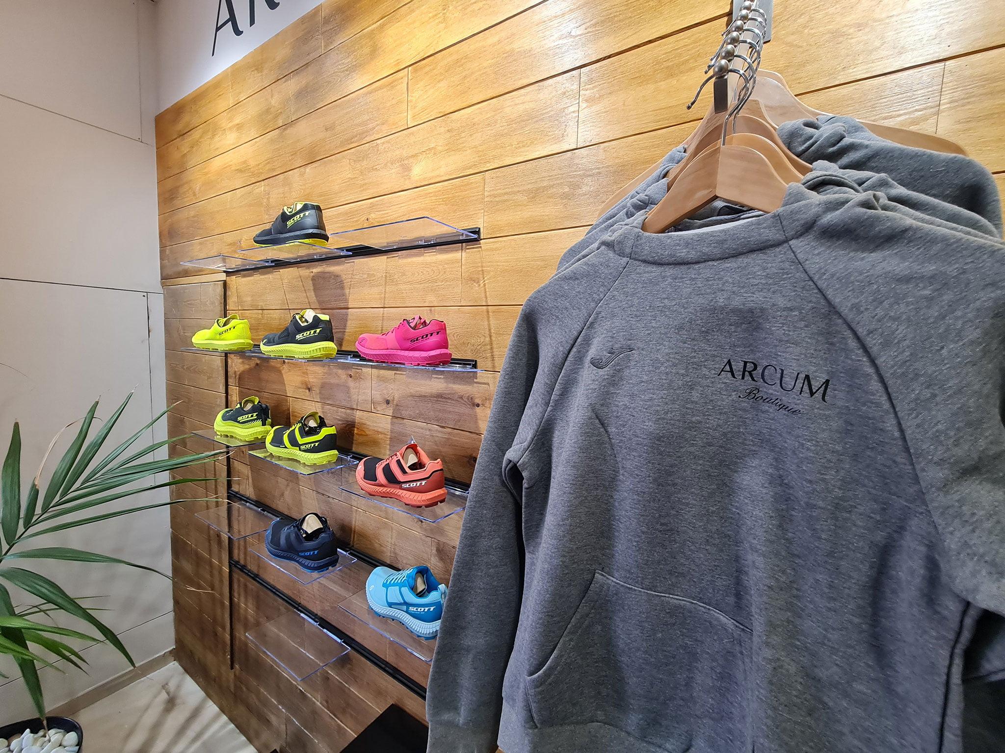 Ropa deportiva y calzado deportivo en Jávea – Arcum Health Zone
