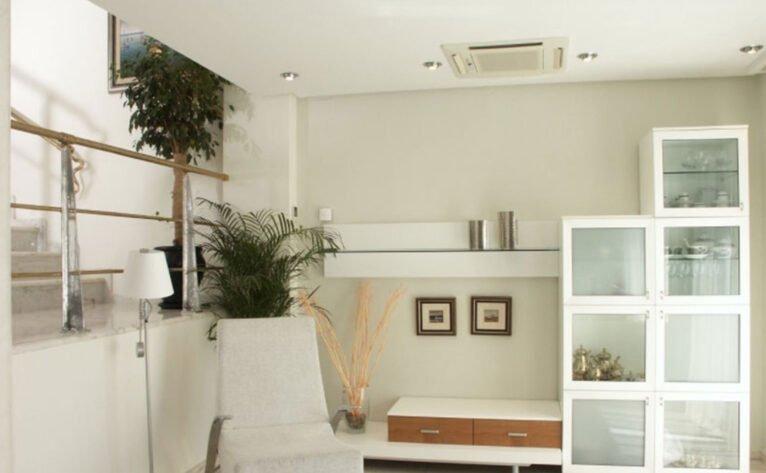 Sala de estar en una casa en venta en el puerto de Jávea - Terramar Costa Blanca