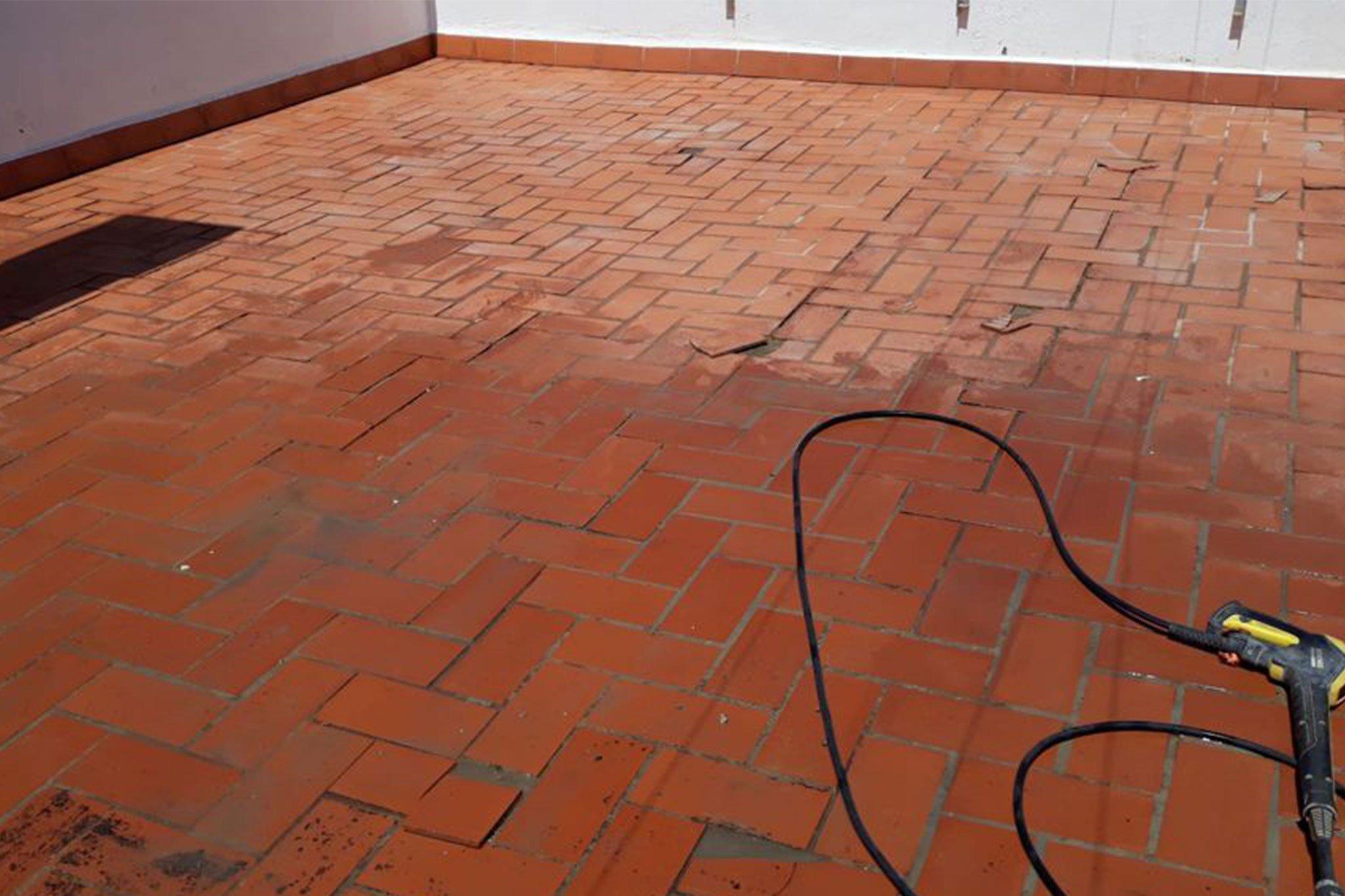 Terraza deteriorada pendiente de impermeabilización – Pinturas Juanvi Ortolà