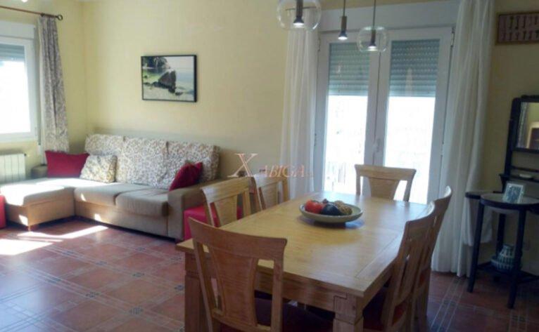 Uno de los salones de una casa con vivienda de invitados en venta con Xabiga Inmobiliaria