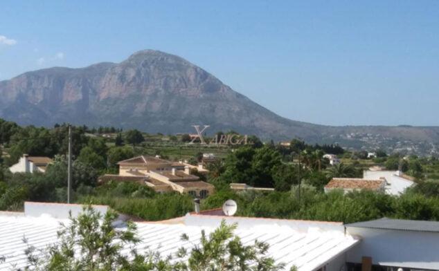Imagen: Vista desde una casa con vivienda de invitados en venta con Xabiga Inmobiliaria