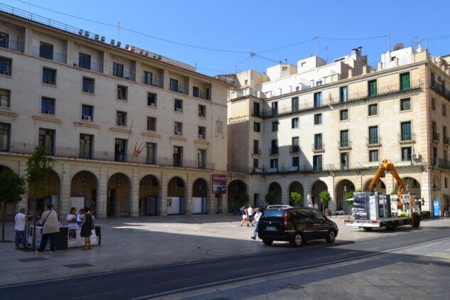 Imagen: Fachada de la Audiencia Provincial de Alicante