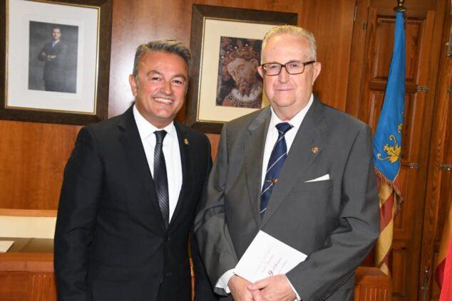 Imagen: Gabriel Sapena (Juez de Paz) y José Chulvi (alcalde)