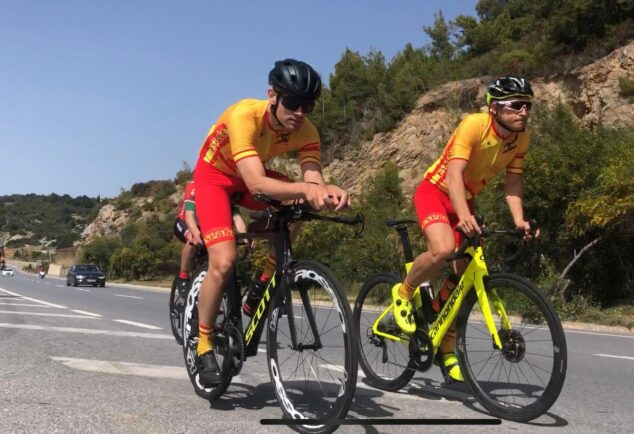 Imagen: Pablo junto al ciclista del equipo español en la prueba