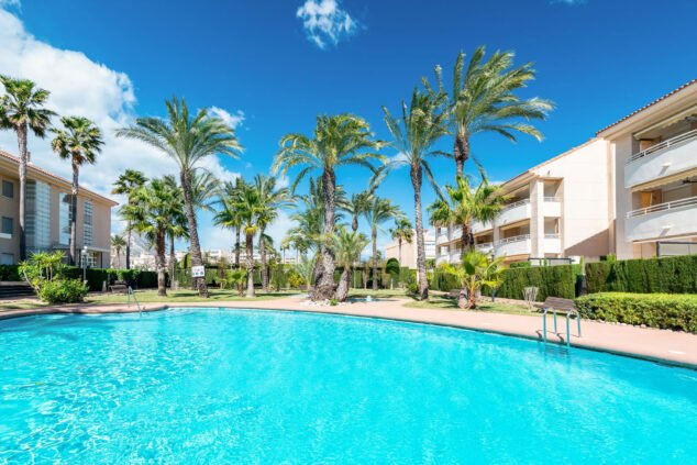 Imagen: Piscina de un apartamento de vacaciones en Jávea con capacidad para cuatro personas - Quality Rent a Villa