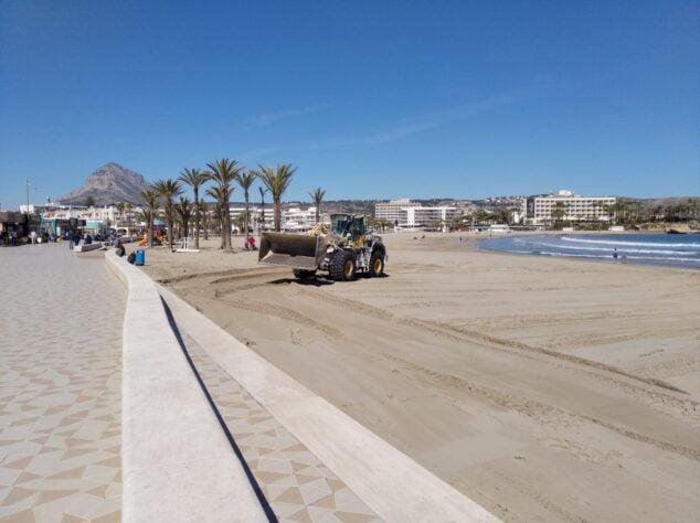 Imagen: Puesta a punto de la Playa del Arenal