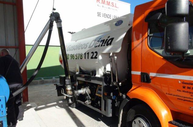 Imagen: Repostaje de camiones en Gasóleos Dénia