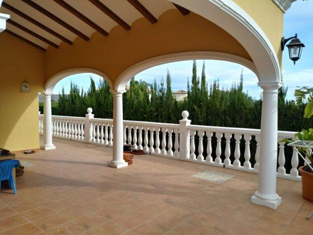 Imagen: Terraza de una casa en venta cerca del centro histórico de Jávea - Xabiga Inmobiliaria