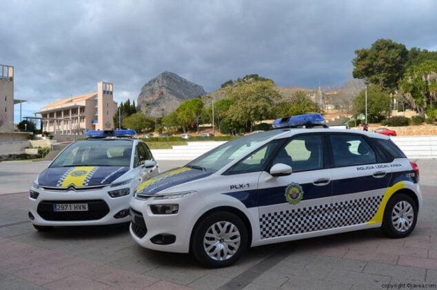 Imagen: Vehículos de la Policía Local de Xàbia