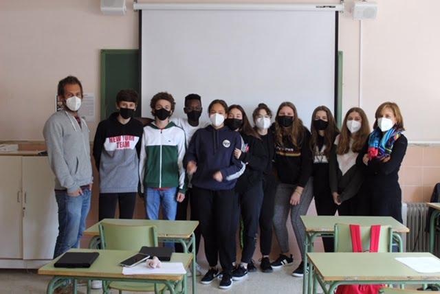 Alumnos y profesores del IES Antoni Llidó
