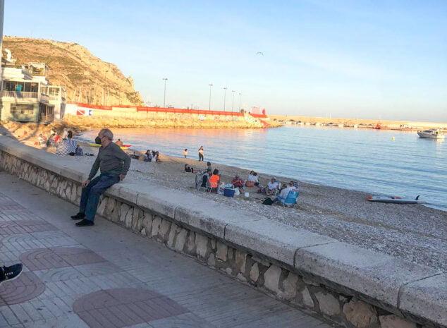 Imagen: Ambiente en la playa de la Grava de Xàbia