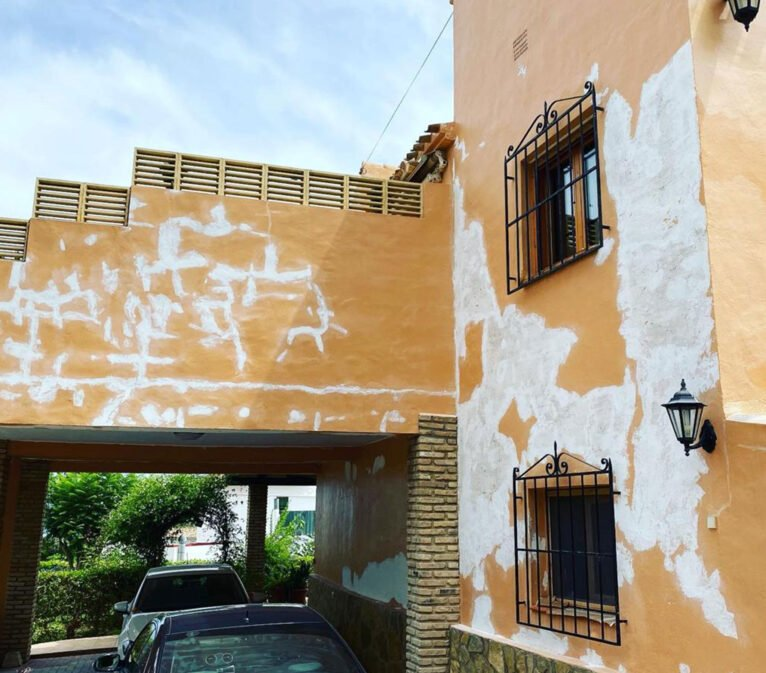 Antes de la pintura de una fachada - Pinturas Juanvi Ortolà