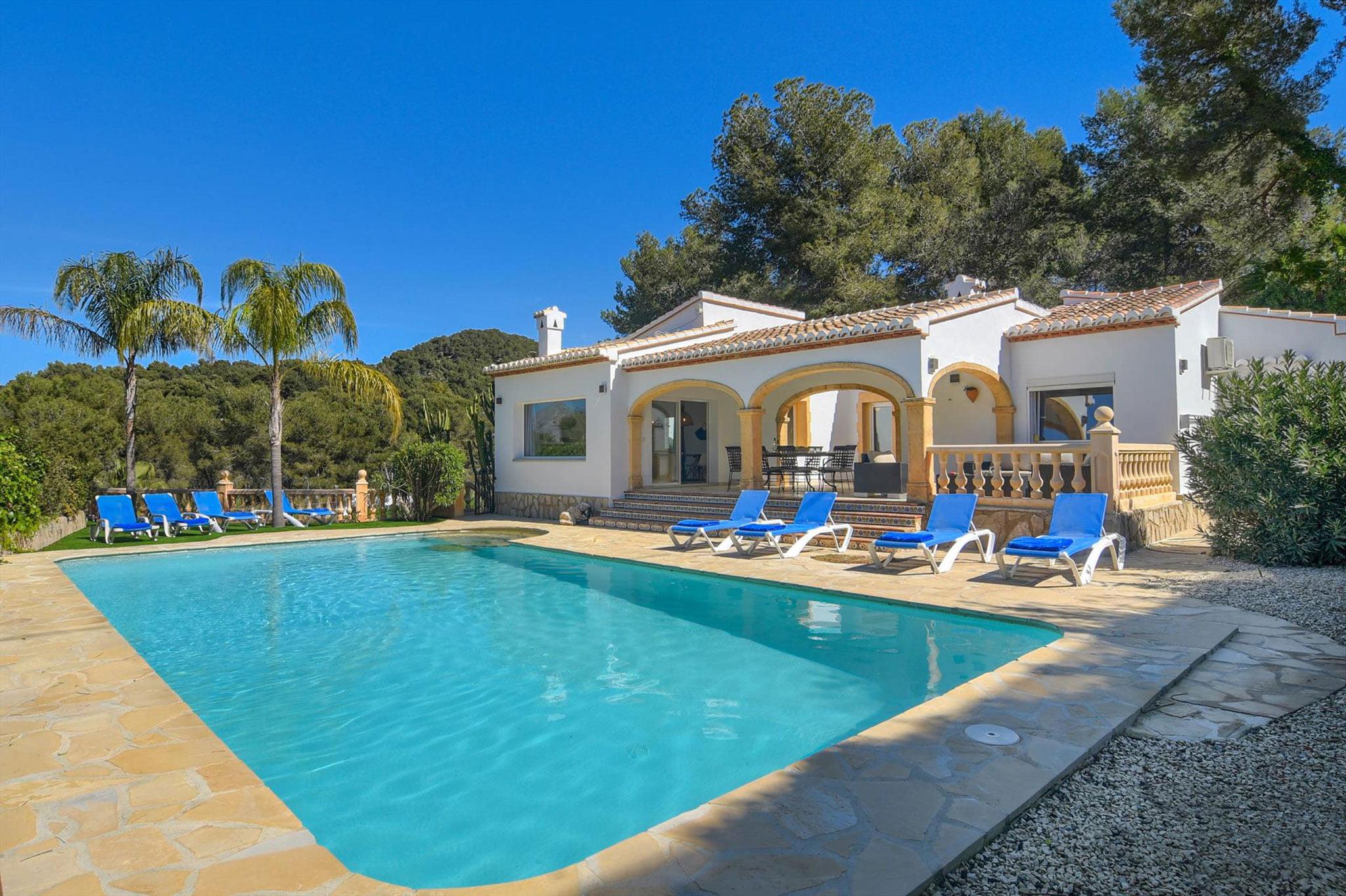 Gran casa de alquiler para vacaciones en Jávea – Aguila Rent a Villa