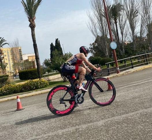 Cristina durante la prueba de ciclismo