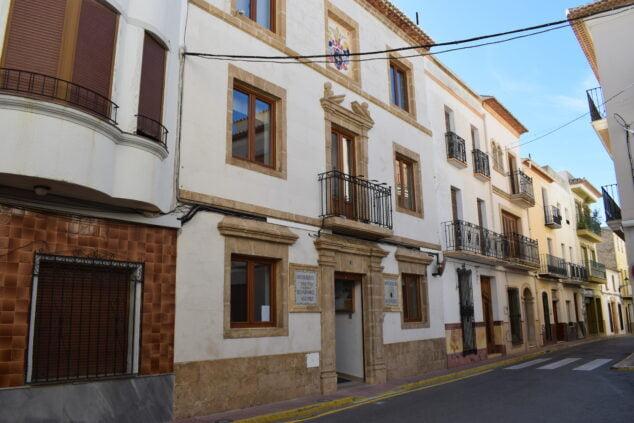Imagen: Fachada del Ayuntamiento de Benitatxell
