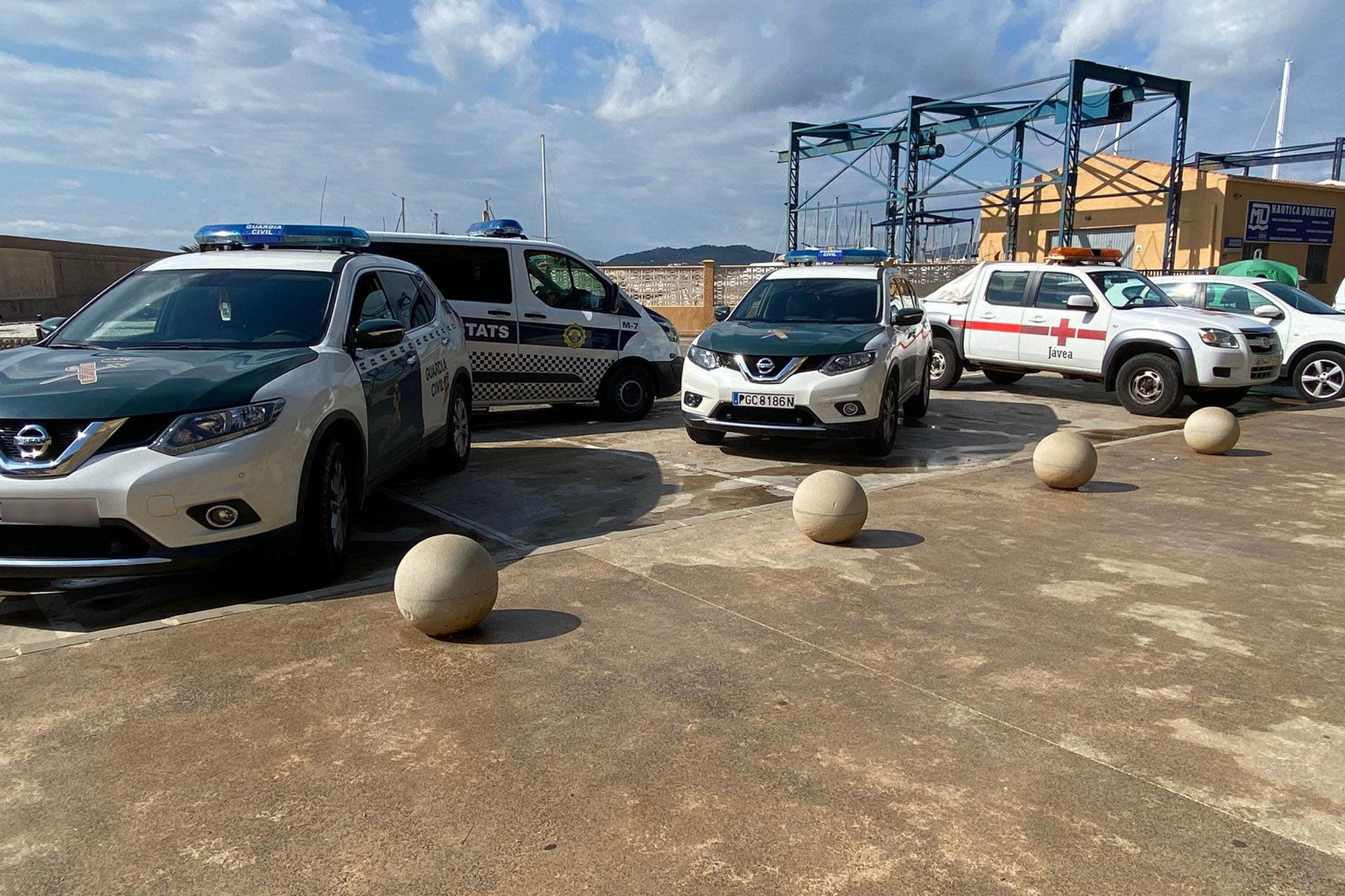 Varios vehículos de la Guardia Civil han acudido al lugar
